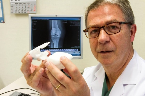 First Total Knee Surgery Preplanned With Tech that Transforms X-Rays into 3D Prints
